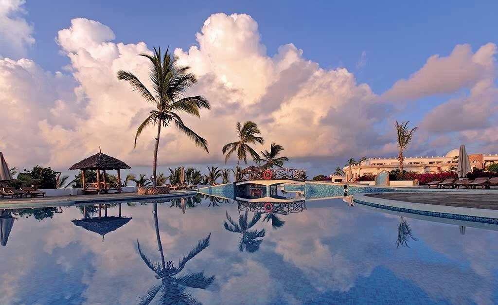 Immagina una vacanza a misura dei tuoi desideri e perfetta in ogni dettaglio. Scopri i nostri resort in Sardegna e in Kenya